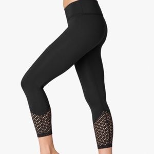Beyond Yoga Cropped Lasercut Leggings